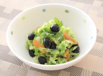 茹でキャベツと黒豆アンズのサラダ