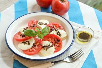 桃太郎トマトとモッツァレラチーズのカプレーゼ